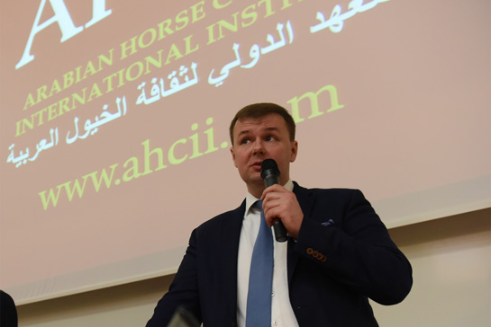 Łukasz Łuniewski, chairman of the Arabian Horse Culture International Institute giving his lecture at the Polish Naval Academy for students from Qatar, Kuwait and Saudi Arabia