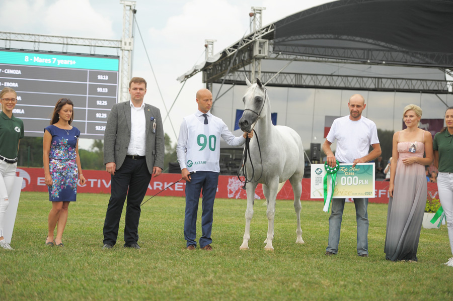 AHCII chairman, Łukasz Łuniewski - Lucas Lunevsky as a Golden Sponsor of the European Arabian Horse Festival handed over prizes to the winners in few classes. Since 2014, through all editions AHCII Institute has bee the Golden Sponsor and a strategic partner of the Festival.